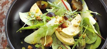 Salade d'automne au foie gras, poire et raisin