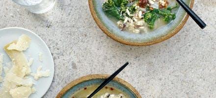 Bouillon de légumes au chou kale, quinoa et riz arborio