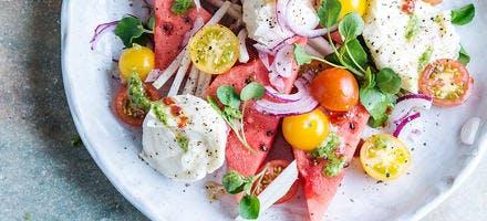 Salade de tomates, mozzarella et pastèque