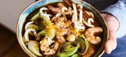 Nouilles udon à la soupe de poisson et crevettes