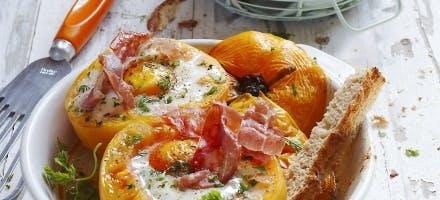 Tomates ananas, oeuf cocotte et copeaux de jambon