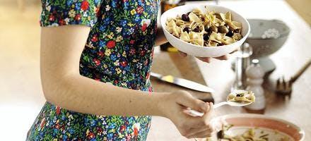 Farfalle aux artichauts poivrades, olives et fleurs de câpre