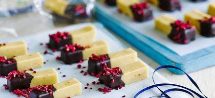 caramels mous à la cardamome, glacage chocolat noir