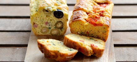 Cake tomate-fromage et cake aux deux olives