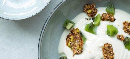 Mousse de yaourt, granola et kiwi de Juan Arbelaez