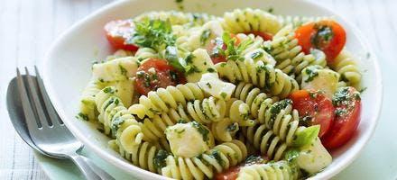 Salade de pâtes au pesto et reblochon