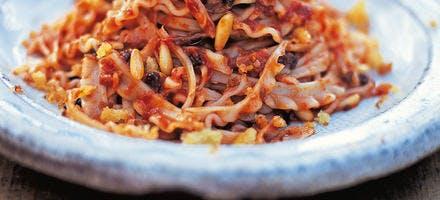 Pâtes aux anchois et aux tomates