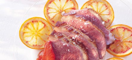 Magret de canard à l'orange caramélisée, compotée au gingembre