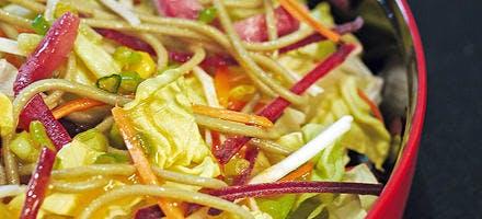 Salade aux nouilles japonaises