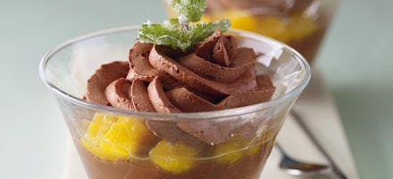 Ganache aux épices, confit de mangue et chantilly chocolatée