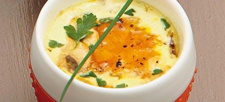 Œufs cocotte forestiers aux châtaignes et noix, crème au curcuma
