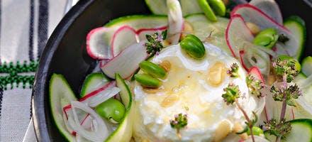 Salade de crudités et chèvre frais