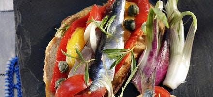 Sardines marinées sur tartines grillées