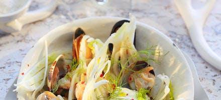Salade de petits coquillages, sauce épicée