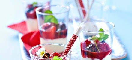 Crème blanche et fruits rouges
