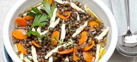 Lentilles en soupe avec pâtes