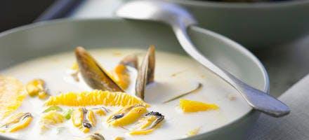 Soupe de moules-coco aux oranges