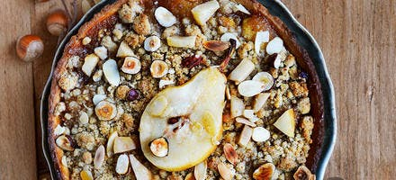 Crumble aux poires, noisettes et amandes