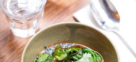 Soupe chorba à l'agneau, frikeh et pois chiches