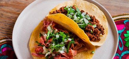 Tacos de carnitas et tacos au chorizo