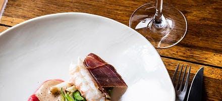 Langoustine, pois mange-tout, poire et groseilles vinaigrées