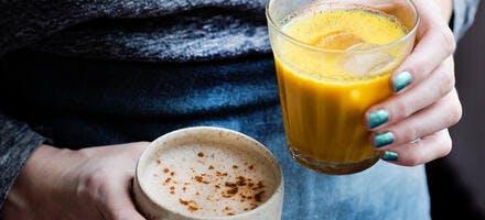 Chaï latte et golden milk glacé