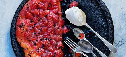 Tatin de fraises, sirop de poivre noir