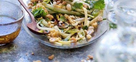 Salade de spaghettis de légumes presque crus façon pad thaï