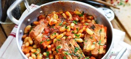Haricots blancs à la tomate et poitrine de porc
