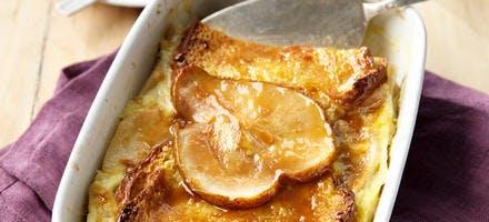 Gratin brioché aux poires et caramel au beurre salé