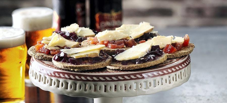 Crackers de cheddar à la gelée de vin rouge
