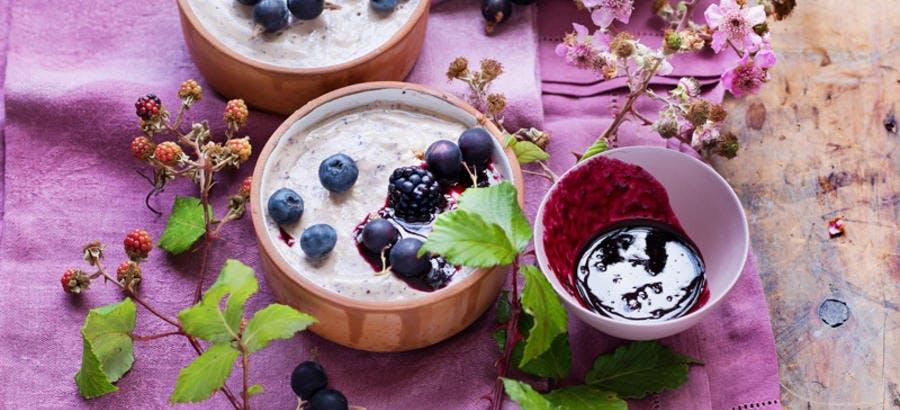 Pannacotta de yaourt aux fruits noirs