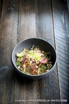 Salade thaï au bœuf et aux oignons