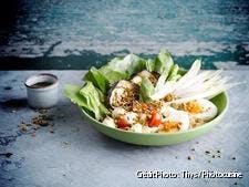 Salade d'aubergines rôties, oeuf et mozzarella