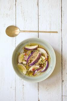 Soupe coréenne glacée à l'aubergine
