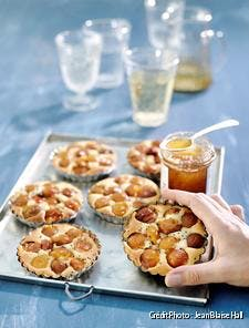 Tartelettes aux mirabelles, miel et graines de chia