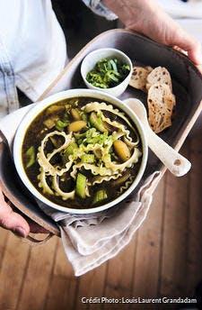 Pasta au bouillon pesto et légumes d'hiver