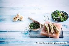 Brochettes de poulet mariné aux herbes