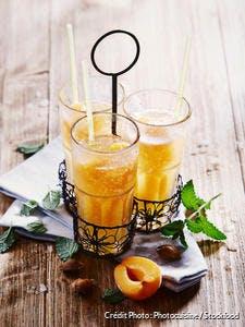 Punch aux abricots et à la menthe