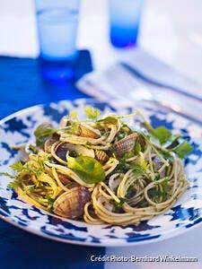 Recette de spaghettis de la mer aux palourdes et aux herbes