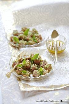 Dés d'espadon en croûte de pois au wasabi