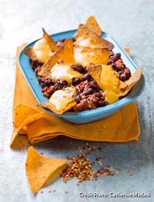 Chili et nachos au cheddar