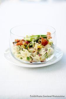 Salade de farfalle aux asperges vertes et effiloché de jambon cru