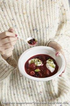 Soupe de fruits rouges, babeurre et menthe