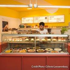 Restaurant « Pop up » des Cuistots Migrateurs, rue Voltaire à Paris.