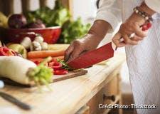 Émincer avec un couteau en céramique