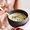 Crème de chou-fleur à la ciboulette et au poivre