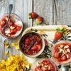 Pannacotta au lait d'amande, compotée de rhubarbe et fraises
