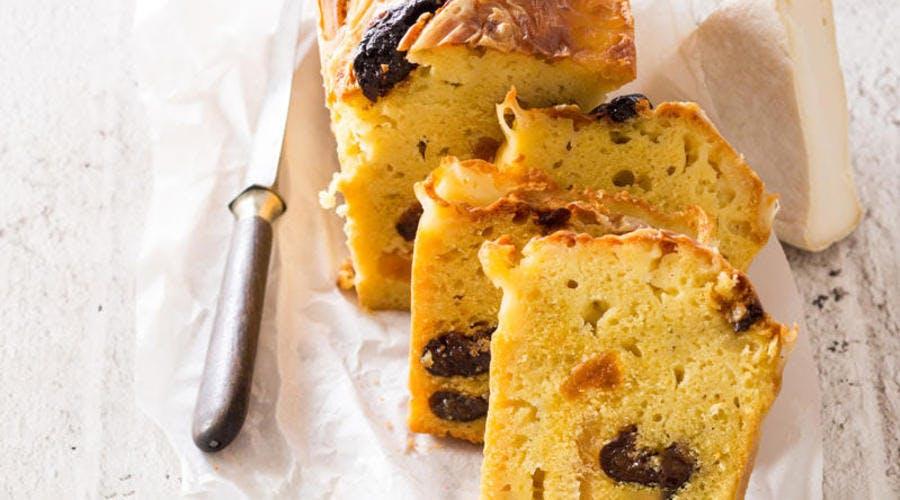 Cake d'hiver végétarien au Reblochon et aux fruits secs
